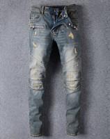 calça jeans macacão venda por atacado-Famosa Marca Designer de Calças De Brim Dos Homens Jeans Rasgado Azul Estrela do Rock Dos Homens Macacão Designer Denim Calças Masculinas 8863