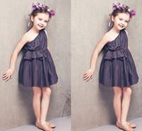 şirin kısa bir omuz elbiseleri toptan satış-Sevimli Siyah Bir Omuz Bebek Parti Elbiseler 2016 Kısa Çiçek Kız Elbise Düğün İçin Ucuz Ucuz Ruffles Çocuk Resmi Giyim Abiye giyim