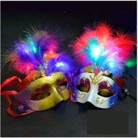 Masque Face Mask Masque Hot LED RGB Novelty Masque clignotant d'or en poudre princesse Feather PVC mascarade Masques vénitiens Nouveau Parti Halloween Masques
