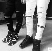 ingrosso chiusure lampo nere di jeans-Gli uomini famosi di marca di dimensione di ginocchio di pantaloni di taglia degli uomini degli uomini giusti biker bianchi e neri afflitti jeans strappati magro vestono il denim snello di misura