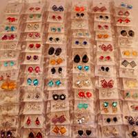 ingrosso orecchini di perle-Fashion Top Quality New 100 Styles Orecchini di diamanti Orecchini di perle Gioielli con fibbia Per orecchini da donna Orecchini da sposa Coppia mista