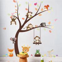 affe kinder dekor groihandel-Karikatur-Affe-Koala-Eichhörnchen-Vögel, die auf Baum-Wand-Aufkleber-Kinderraum-Kinderzimmer-Dekor-Wand-Abziehbild-Plakat-Kunst-Kaninchen-Giraffen-Gras-Wandbild spielen