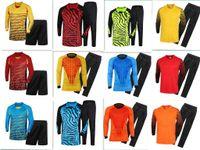 uniformes de football gratuits achat en gros de-2019 Adulte Gardien De But Jersey Maillot Enfants Gardien De But Uniformes Costumes À Manches Longues Éponge Protecteur Costume Camisetas De Futbol Jer
