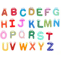 letras de imanes de nevera al por mayor-Letras de bebé Juguetes Imanes de Nevera de Dibujos Animados Niños de Madera Imán de Nevera del Alfabeto Niño Regalo de Obsequio Educativo 26 unids / lote WX-C47