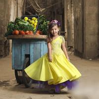 vestido amarelo roxo amarelo venda por atacado-Adorável Amarelo Um Ombro Meninas Vestidos Pageant 2017 Lace Applique Uma Linha de Flor Menina Vestidos Para O Casamento Roxo Tule Até O Chão Vestidos