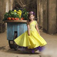 muchachas de flor vestidos de novia amarillo al por mayor-Lovely Yellow One Shoulder Girls Pageant Dresses 2017 Lace Applique A Line Vestidos de niña de flores para boda Vestidos largos hasta el suelo de tul púrpura