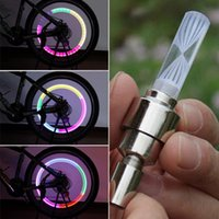 1pcs Mtb Mountain Road Bicyclette Bicycle Lights LEDS Tire Tire Valve Caps Radio de roue LED Light Auto Lamp + 3 * Batteries bouton AG10