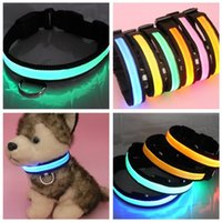 Diseñador Gato Productos Baratos-LED Cat Collars Seguridad para la noche LED Flashing Glow LED Pet Leads Supplies Collar para perros pequeños Productos de diseño para gatos Collares