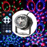 LED Crystal Magic Ball 7 Farben 3 Watt Mini RGB Bühnenbeleuchtung Effekt Lampe Party Disco Club DJ Licht Zeigen mit Fernbedienung US / EU Stecker