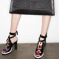 sapatos folk mulheres venda por atacado-2016 Flores Folk Étnica de Salto Alto Plataforma Sandálias Runway Shoes Mulher Rebites Gladiador Sandálias Mulheres Bombas Sandalias Mujer