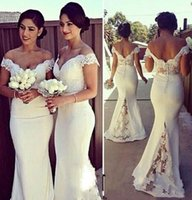 2016 Beliebte $ 59 weg von der Schulter Günstige Brautjungfernkleider lange Spitze und Taft mit Charme Maid of Honor Kleider Covered Buttons Sexy Backless