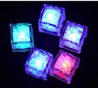 mini led buz küpleri toptan satış-Aydınlatma Mini Romantik Işık Küp LED Yapay Buz Küp Flaş LED Işık Düğün Noel Dekorasyon Parti Aoto Renk