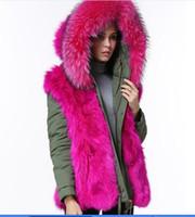 parka verde para damas al por mayor-Lujo Meifeng marca damas resistentes al frío abrigos para la nieve forro de piel de zorro rosa ejército verde mini parkas rosa corte de piel de mapache