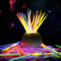 neon sopa ışıkları toptan satış-Çok Renkli Glow Stick 20 cm Bilezik Neon Yanıp Sönen Işık sopa ile bağlayıcı parti Vokal Konser kullanımı Flaş glow IC608 Sticks