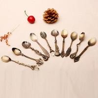 cucharas de estilo vintage al por mayor-Al por mayor- 1PCS Vintage Royal Style Coffee Spoons Bronce Tallado Mini Cuchara de café Cuchara de postre Cocina Comedor Vajilla Vajilla 2C