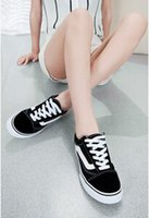 Wholesale black and white classic low to help men and women couple models canvas shoes