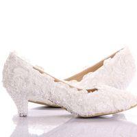 beyaz kedi yavrusu düğün ayakkabıları topuklar toptan satış-Yeni Stil Beyaz Dantel Düşük Topuk Düğün Gelin Ayakkabıları Yavru Topuk Nedime Ayakkabı Zarif Parti Süslenmiş Balo Ayakkabı Bayan Dans Ayakkabıları