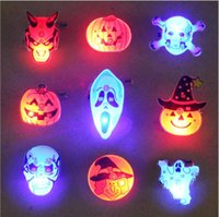 Wholesale Halloween Costumes Halloween Decorations LED Flashing Light Breast Pin Brooch Pumpkin Ghost Witch Skull Gift Party