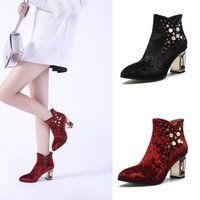 Hollow-out Thick Heels Schwarzer Wein Red Velvet Upper runde Toe Stiefeletten mit Perlen Big Size 40 41 42 43 Customized Booties Schuhe