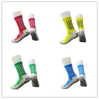 erkekler için çorap yaz toptan satış-Kaymaz Nefes Erkekler Yaz Koşu Pamuk ve Kauçuk Çorap Futbol Çorap Yüksek Kalite Kadınlar Bisiklet Çorap Havlu alt Orta Stoklar