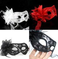 mascaradas mascaradas rojo blanco al por mayor-2016 nuevo sexy Negro blanco rojo Mujeres Máscaras Venecianas con plumas para una bola enmascarada Máscaras de flores de encaje 3 colores D156
