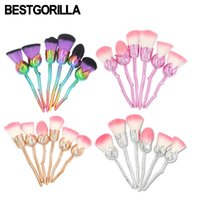 Wholesale cosmetic gift sets wholesale - 2017 New Design 6pcs Makeup Brushes Rose Shaped Cosmetic Blush Tools Crystal Foundation Powder Make Up Brushes Women Gift Kit