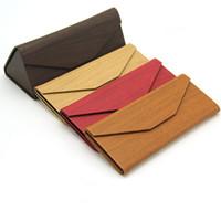 cajas de madera para el envío al por mayor-Nueva caja de gafas de madera plegable triángulo ligero portátil gafas de sol caja de madera Pu cuero gafas de sol caja 10 unids / lote envío gratis