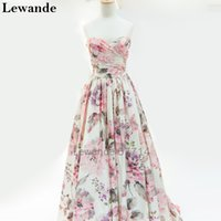 Junior senza spalline stampa floreale Prom Abito Homecoming Long per Teens A Line Sweetheart Princess Pageant Satin Evening Gown 2017 Lewande 57714
