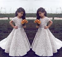 robes de soirée courtes achat en gros de-Dentelle Robes De Fille De Fleur Pour Le Mariage Vintage Jewel Manches Courtes Une Ligne Filles Robe Pageant Sweep Train Enfants D'anniversaire Robe De Bal Vêtements de soirée