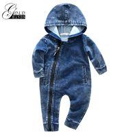 kinder denim overalls großhandel-Weiche Denim Babyspielanzug Neugeborenen Mit Kapuze Overall Jungen Kleidung Cowboy baby Reißverschluss Overall Outfits