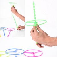 ingrosso giocattolo dell'elicottero della mano-Giocattoli volanti per elicotteri di prezzo più basso Disco volante e frisbee con rotazione a mano Giocattoli per bambini a rotazione manuale per bambini