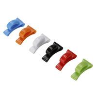 portapluma de plástico al por mayor-Venta al por mayor- 2 piezas de plástico perchas llavero cadena titular bolso bolsa hombro gancho interno
