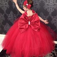 niña de flores rojas vestido de tul arco al por mayor-Vestidos de la muchacha del flor del espagueti del vestido de bola roja con el arco grande Vestidos de la primera comunión moldeados del tul Ata para arriba muchachas del desfile de las muchachas para la boda