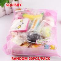 paquete de fresas al por mayor-Aleatorio 20pcs / pack squishies juguete Slow Rising Squishy alimentos en miniatura dulces helados pan Fresa Encanto correas de teléfono Juguetes de frutas suaves
