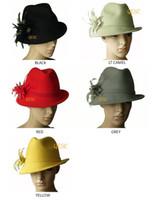 ingrosso cappello di feltro giallo-Cappello invernale in feltro di lana con fiore di piuma, un lato rivolto verso l'alto, scelta migliore per l'inverno. Nero, giallo, vino, grigio, rosso.