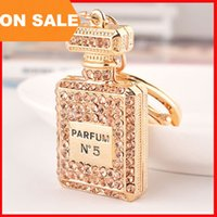 Wholesale trendy men bags - luxury crystal N5 perfume bottle keychains women bags pendants key chain key rings fashion statement jewelry Christmas gift 3 colors 240220