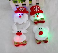 suministros pin broche al por mayor-Joyas de Navidad LED con luces Broche Pin de pelo decoración Encender Juguetes Brillantes Badge Party Supplies