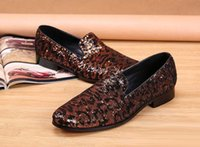 Tendência personalizado Of Men Rodada Toe preguiçoso Shoes Moda Slip On Pattern Glitter Leopard Plano Stage Shoes For Man Tamanho 38-46