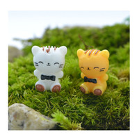 Wholesale Japanese cartoon simulation cute kitten micro show MOE doll doll resin small place Two kinds of yellow white