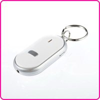 Compra Chiavi Portachiavi Persi-Bianco Smart Key Finder Locator Anti-chiavi perse catena portachiavi Whistle Sound Control con all'ingrosso LED
