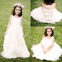 Bohemaian Beige Tulle Toddler Flower Girls Dresses For Weddings 2016 Summer Последние дешевые спагетти Bow Sash Tiered Ruffles Gowns EN6143