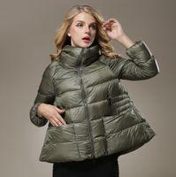 cabo abajo al por mayor-Al por mayor- Nueva ropa de invierno de las mujeres Eurameriacn Moda Turn-Down cuello capa del cabo Casual suelta más el tamaño de Down Jacekt abrigo WJ2143