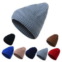 motif de casquette en laine achat en gros de-New Corée du Sud chapeau mode de rue hommes femmes en plein air sauvage chaud tricoté chapeau casquette chapeau vague modèle automne et hiver chaud laine cap