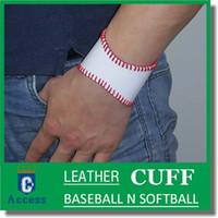 personalisierte sport armbänder großhandel-Baseball oder Softball Manschette Armband ... personalisierte Sport Armband ... Hand gestempelt