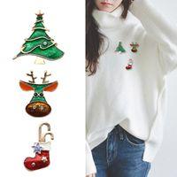 noel ağacı pimi toptan satış-Yeni Moda Çorap Ngau Tau Noel Ağacı Broşlar Iğneler Kadınlar Erkekler Için Emaye Rhinestone Broş Noel Yeni Yıl Pin Takı