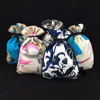kleine ohrring geschenk taschen großhandel-Elegante kleine Baumwolle Leinentuch Schmuck Beutel Geschenkbeutel gedruckt Kordelzug Ring Ohrring Halskette Verpackung Tasche Münzfach Aufbewahrungstasche