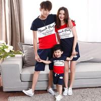 eşleşen anne oğlan giysileri toptan satış-Yaz moda kısa kollu çizgili Tişört + kısa eşleştirme aile giyim anne kızı ve baba oğul aile bak set için set