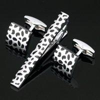 krawatte clip stahl großhandel-Edelstahl Schwarz Silber Luxus Manschettenknöpfe und Krawattenklammer Verschluss Bar Set Geschenk für Männer Französisch Hemd Hohe Qualität Z-104
