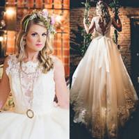 кружева свадебное платье часовня поезд лента оптовых-Элегантный совок кружева аппликации трапеция часовня поезд открытой спиной свадебные платья с лентой Vestidos де Noiva