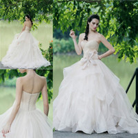 Wholesale Tops Beaded Low Back - Nude Color Sweetheart Top Wedding Dresses 2017 Summer Tiered Ball Gown Bridal Gowns Low Back Covered Buttons Beaded Wedding Gowns Customized